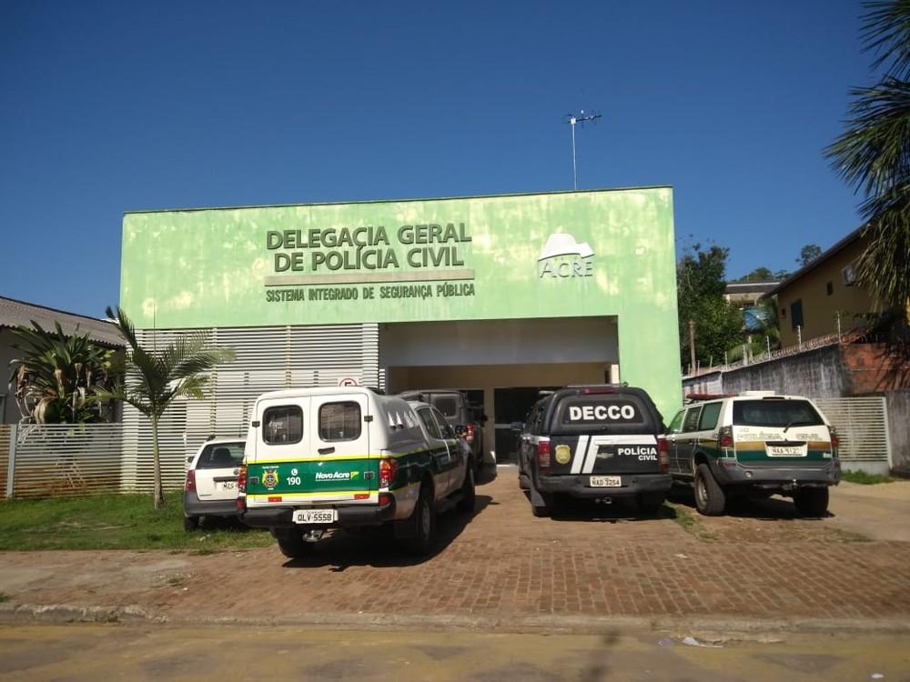 Sobe para três número de supostas vítimas de estupro por coordenador de escola no AC — Foto: Mazinho Rogério/G1
